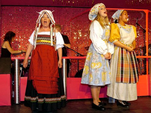 SELVESTE: Marte Amalie har også stått på scenen med selveste Grethe Kausland i forestillingen «Sommer i Idol». (Arkivfoto)
