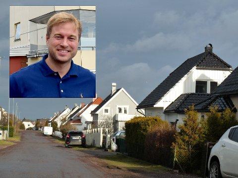 UNORMALT: – Det er ikke vanlig å selge eneboliger – med grønne plener – i januar, sier eiendomsmegler Jens Erik Skretteberg i Dnb eiendom.