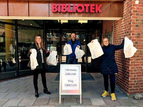 KLARE: Nå blir det takeaway av bøker på biblioteker,  kommunalsjef Silje Vaadal, spesialbibliotekar Knut Hellum og biblioteksjef Silje Eggum starter det nye tilbudet mandag.