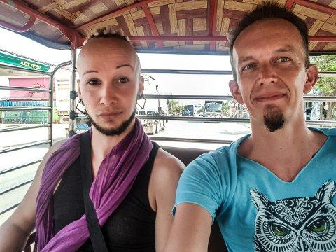 KORONAFAST: Raven Ruhanga Nightfall og Leif Erlend Danielsen vil begge hjem fra Kambodsja til Horten så snart som mulig. Raven til sin nyåpnede frisørsalong, Hår10love og Leif Erlend til jobben i ambulansetjenesten.