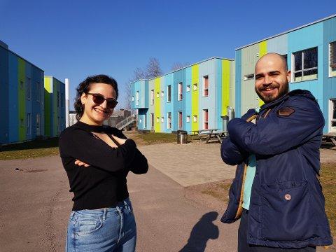 PÅ STUDENTHYBELEN: Yaren Demir fra Larvik og Gonzalo Almeida fra Portugal blir på campus, selv om skolen er nedstengt.