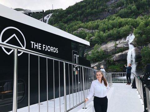 SOMMER: Marthe Danielsen (22) har kapret drømmejobben i vakre omgivelser på vann.