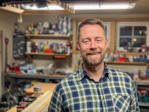 MYE Å GJØRE: I tillegg til å være med på «Kompani Lauritzen» driver Geir Aker Optimus Kompetanse i Horten. Der hjelper han andre med å løse en rekke problemer.
