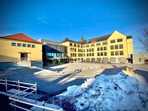 HARDT RAMMET: Sentrum skole opplever det største smitteutbruddet i vår kommune siden pandemiens start.