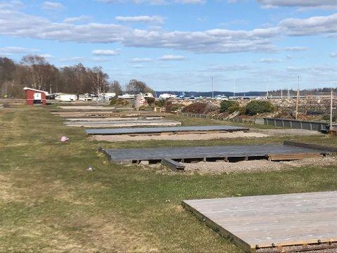 GULLREKKA: Campingen åpner 1. mai. Plassene nederst mot sjøen er gullrekka.