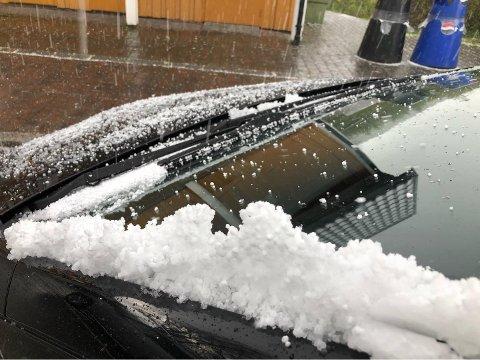 HAGL: Det er fare for hagl eller sludd på søndag, ifølge meterologen.