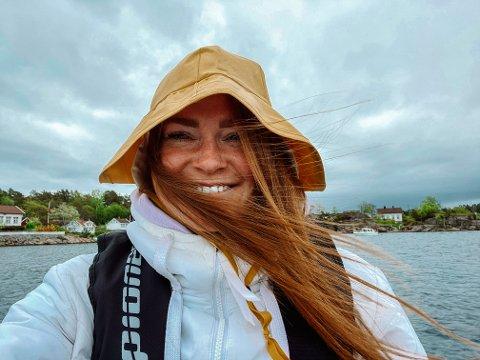 BØLJAN BLÅ: Familien Due fra Falkensten har valgt å reise bort denne nasjonaldagen. Båtkortesje på Sørlandet er tingen, mener Jannicke.