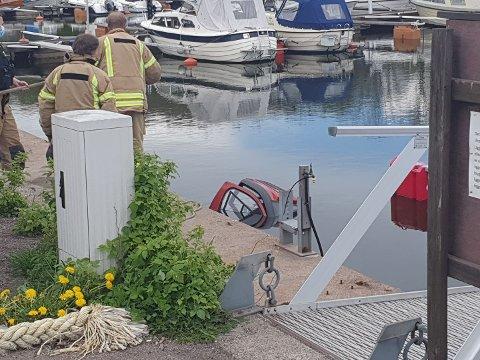 I VANNET: Den uheldige mannen havnet i vannet med sin rullestolbil ved 14-tida torsdag.