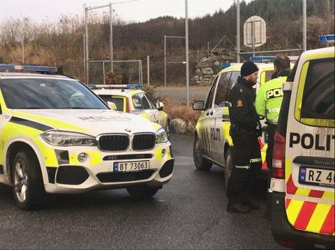 Bilen som unndro seg kontroll har blitt funnet, men politiet leter fortsatt etter føreren av bilen.