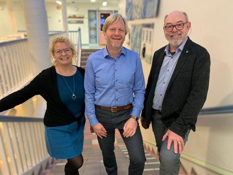 Varaordfører Unn Birkeland (Sp), ordfører Frode Fjeldsbø (Ap) og Henry Tendenes presenterer sitt budsjettframlegg torsdag.