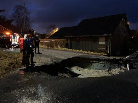Det er halvannet til ett år siden sist et sprukkent overvannsrør lagde synkehull i Bjørkeveien på Opstad.