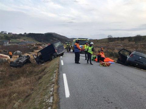 Brannvesenet og Norsk folkehjelp simulerte lørdag en større ulykke på Fjermestadvegen.