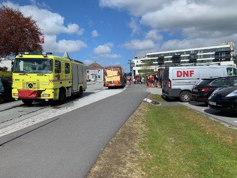 Brann i russebuss ved Kanalparken lørdag formiddag.