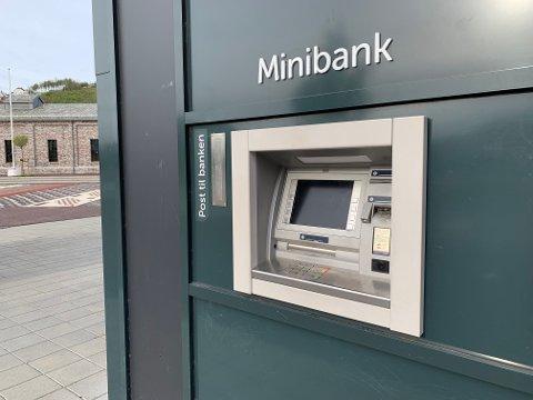 SR-Bank innfører ti kroner i gebyr ved uttak i minibank, også for egne kunder. Flere andre banker har allerede innført samme ordning.