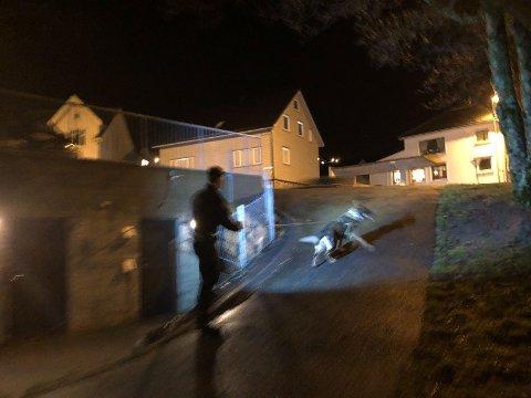Klokken 18.30 den 29. desember rykket politiet mannsterke ut til det som ble omtalt som «en mulig straffbar handling» i Perlå på Ålgård.