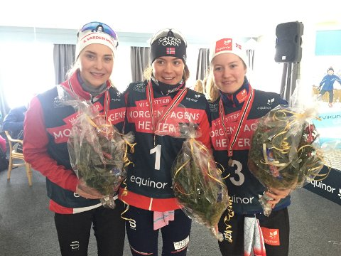 Linn Ravndal fra Gjesdal IL tok førsteplassen i NM for juniorer i alderen 19 til 20 år. Her sammen med Astrid Stav fra IL Varden Meråker (t.v.) og Tuva Bakkemo fra Gjøvik SK.