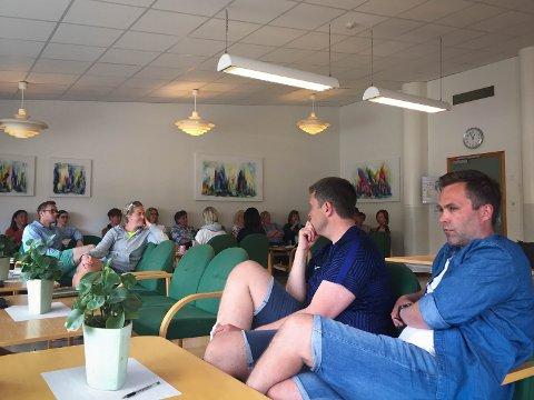 Lærerne Oddvar Lomeland og Sondre Kyllingstad var samlet sammen med resten ab lærerne ved Solås