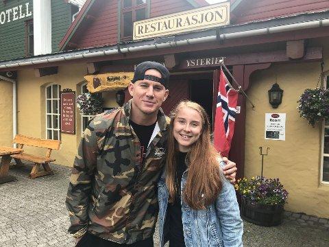 Filmstjernen Channing Tatum tok seg tid til å ta et bilde med Hanne Engedal Nilsen ved Byrkjedalstunet i sommer.