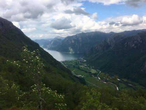 Det ligger et land innenfor Vaula bru, skriver Marit Høie (H), og sikter blant annet til Dirdal.