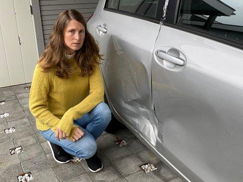 Marie Hogstad håper å finne den skyldige som bulket hennes gråe Toyota Yaris tirsdag.