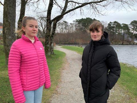 Helen Volden (til venstre) og Ellinor Madland i Gjesdal SV synes det er viktig å bevare friområder som Kadlaneset i bakgrunnen.