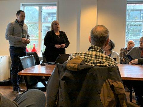 Utbyggingssjef Anne-Stine Johnson og rådgiver for planprosesser Kjetil Medhus i Nye Veier holdt en orientering for politikerne i forkant av formannskapsmøtet 20. februar.