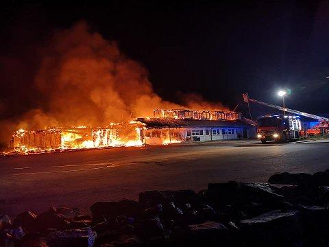 Karlsbu brant ned natt til fredag.