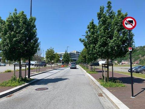 Når de selvkjørende bussene blir en del av trafikkbildet på Ålgård, blir Torgveien énveiskjørt. Det blir ikke mulig å kjøre i retning Amfi Ålgård fra Norwegian Outlet.
