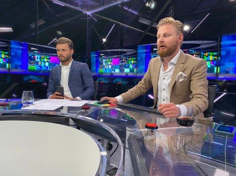 Rogvi Baldvinsson (til venstre) dro til Bergen for å være med i «FotballXtra» onsdag kveld. Programleder Marius Skjelbæk til høyre.