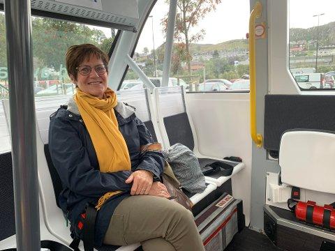 Marit Friis Thorsen kan ikke få skrytt nok verken av de selvkjørende bussene eller av operatørene som de siste ukene har vært en del av trafikkbildet på Ålgård.