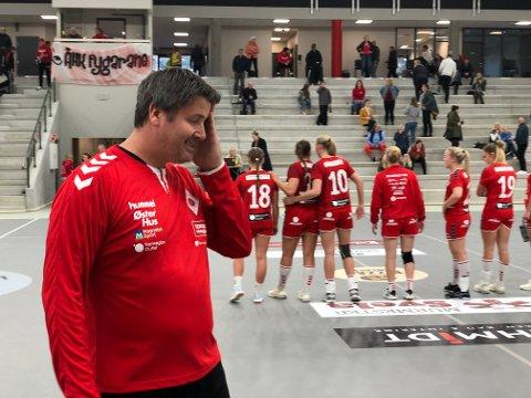 Ålgård-trener Tore Helgesen tok ingen sjanser, og ble hjemme da resten av 1. divisjonslaget dro til Oslo for å spille seriekamp onsdag. Her fra en annen kamp i Ålgårdhallen.