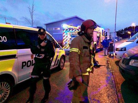 Nødetatene rykket ut til en bolig på Rossåsen etter å ha fått melding om røykutviking.