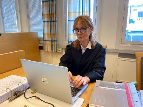 Anne Elisabeth Kroken er forsvarsadvokat for gjesdalbuen. Hun mener retten ikke har bevis for at det var et drapsforsøk.