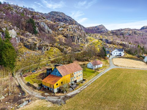 Dette gårdsbruket på Kyllingstad er til salgs.