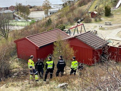 Grasbrannen oppstod bare et par meter unna Solås barnehage. Det ble heldigvis ikke nødvendig med evakuering av barnehagen.