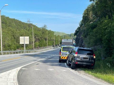 En motorsykkel har kjørt inn i en bil bakfra. Hendelsen skjedde ved E39-rampen nord for Figgjo tirsdag morgen.