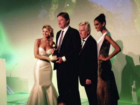 NY PRIS: Golf-leder Jan Petter Torgersrud mottok prisen under World Travel Awards i portugisiske Algarve tidligere denne måneden. FOTO: PRIVAT