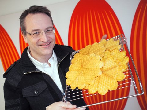 Direktør Jan Røsholm i Elektronikkbransjen skal markere vaffeldagen onsdag 25. mars. (Foto: Elektrononikkbransjen/ANB)