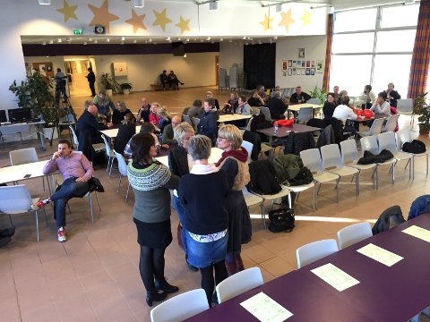 AVGJØRES: Skolesaken avgjøres i kantina ved Skarnes videregående skole i kveld.