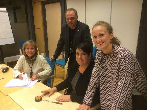 FIKK NEI: Varaordfører Heidi Hitland (t.v.), ordfører Knut Hvithammer, Jane Brøther og Hanna Gjermundrød fikk nei av sørodølingene til sammenslåing med Nord-Odal.