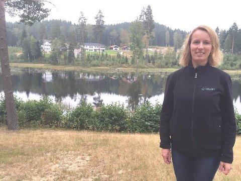 UTVIDE: Anne Delphin og familien ser fram til å kunne utvide boligområdet på andre siden av Lierfløyta, dersom planmyndighetene gir grønt lys.