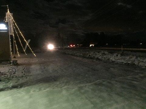 KALDT: Slik så det ut langs E16 på grensa mellom Nes og Sør-Odal ved 06-tida mandag morgen.