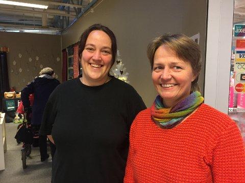 UNIK SJANSE: Tina Ovaska (t.v) og Gunvor Skog ønsker velkommen til ASKs julebutikk i uke 49 og 50.