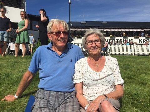 SKRYT: Thor og Jorun Knutsen fra Ullern i Sør-Odal hadde ingen problemer med å rose nabokommunen og dens voksende festival.