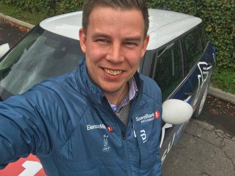 SLØSEKALKULATOREN: ligger i pannebrasken hos Jesper Foss, som har suksess i sitt møte med de unge.