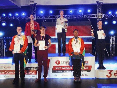 SØLVGUTT: 24 år gamle Lars Henriksen fra Kirkenær tok sølv i moderne dans i VM i Polen. Det ble dobbelt  norsk i finalen da Herman Kein tok gullet. Det oppsiktsvekkende er at de er de eneste to mannlige danserne som driver med moderne i hele Norge. De to vant også gull i gruppe-klassen med dansegruppa Pulse.