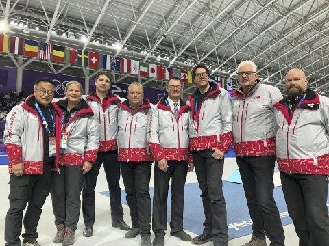 GJENGEN: Ole Hermann Sørli ytterst til høyre, sammen med andre startere og overdommere.