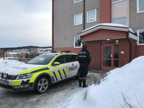 MISTENKELIG DØDSFALL: 36 år gamle Ina Kristiansen ble funnet død i en leilighet i denne blokkoppgangen på Langeland tirsdag 20. mars i år.