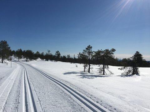 Det er fortsatt mye snø i høyereliggende strøk. Nå varsler løypekjørerne at det er siste mulighet denne sesongen.