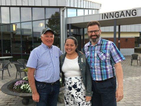 OVERTAR: Ulf Inge Vien (t.h.) og Tina Nguyen Barkbu, her sammen med Halvard Veflen i Slomarka Eiendom.